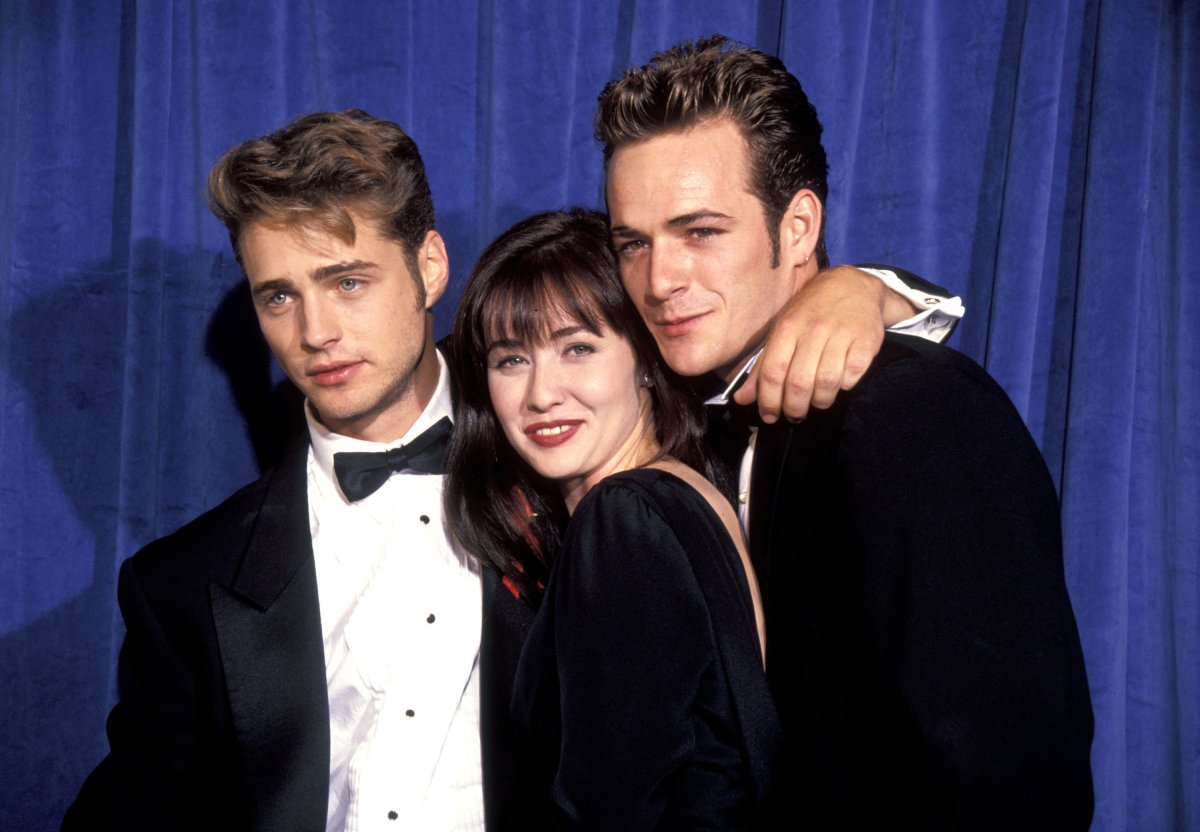 Jason Priestley, Shannen Doherty and Luke Perry at the Pasadena Civic Center in Pasadena, California.