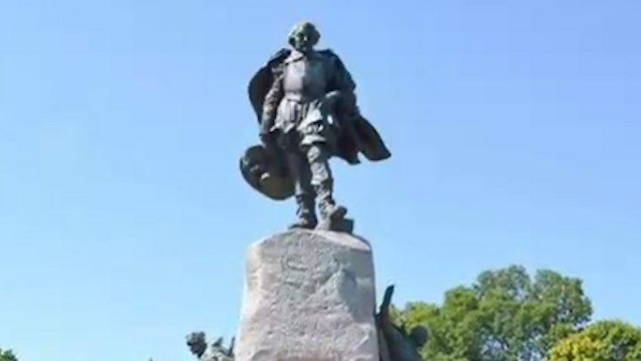 Photo of the Samuel de Champlain monument in Orillia.