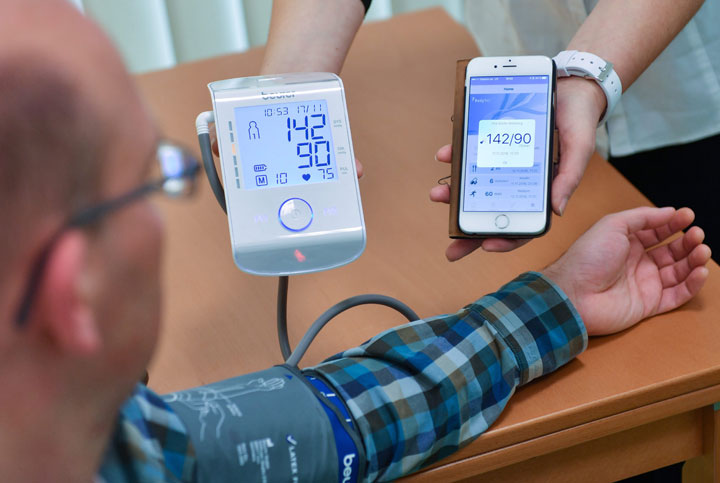 Canadians are eager to incorporate technology into their doctor's visits, according to a new survey.