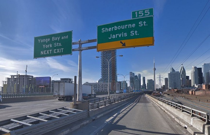 The off-ramp to Sherbourne and Jarvis streets from the westbound lanes of the Gardiner Expressway.