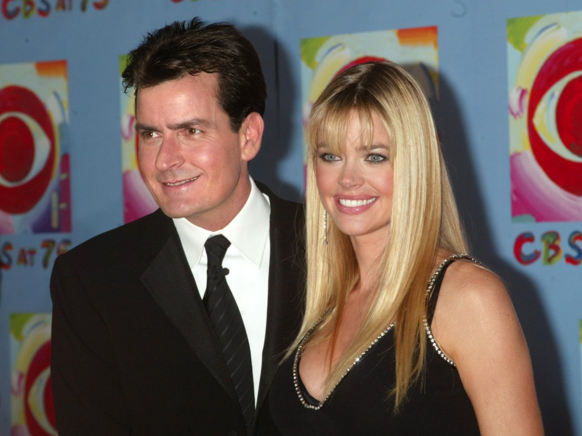 Denise Richards claims ex-husband Charlie Sheen owes $450K in child support  - National | Globalnews.ca