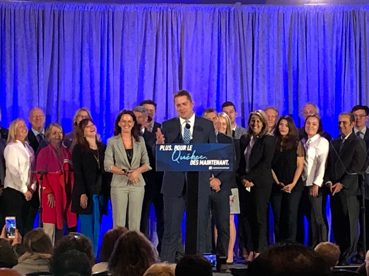 Andrew Scheer delivers a speech at a banquet hall in La Prairie, Que.