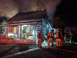 Continue reading: Busy Friday for Ottawa fire services as 3 homes burn in city