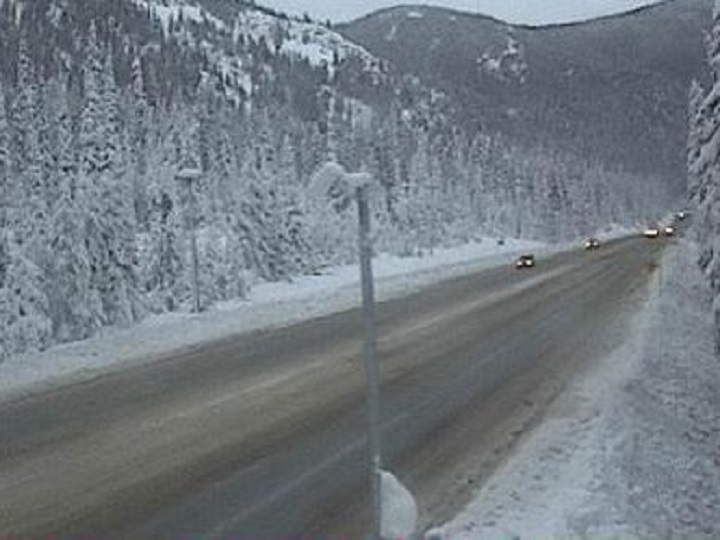 Road conditions at Allison Pass on Highway 3 on Saturday afternoon. The pass, located 10 west of Manning Park resort, has an elevation of 1,343 metres.