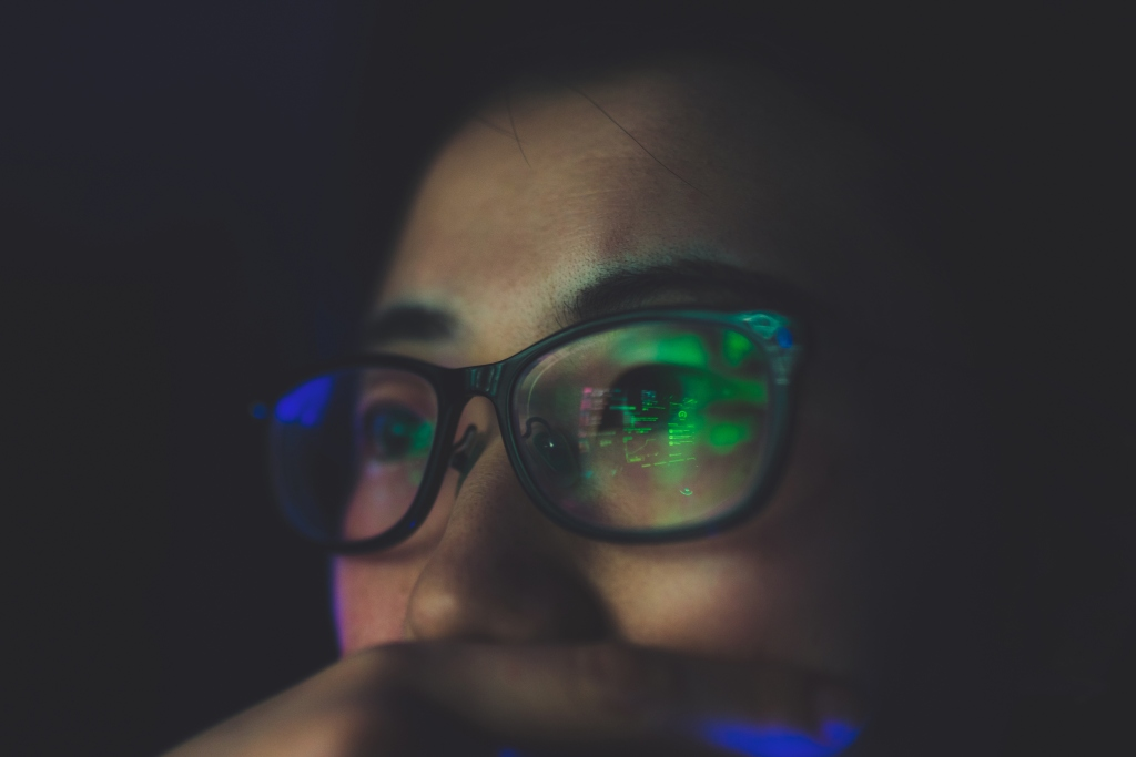 Reality check: Does the blue light in your phone actually hurt your eyes? - image