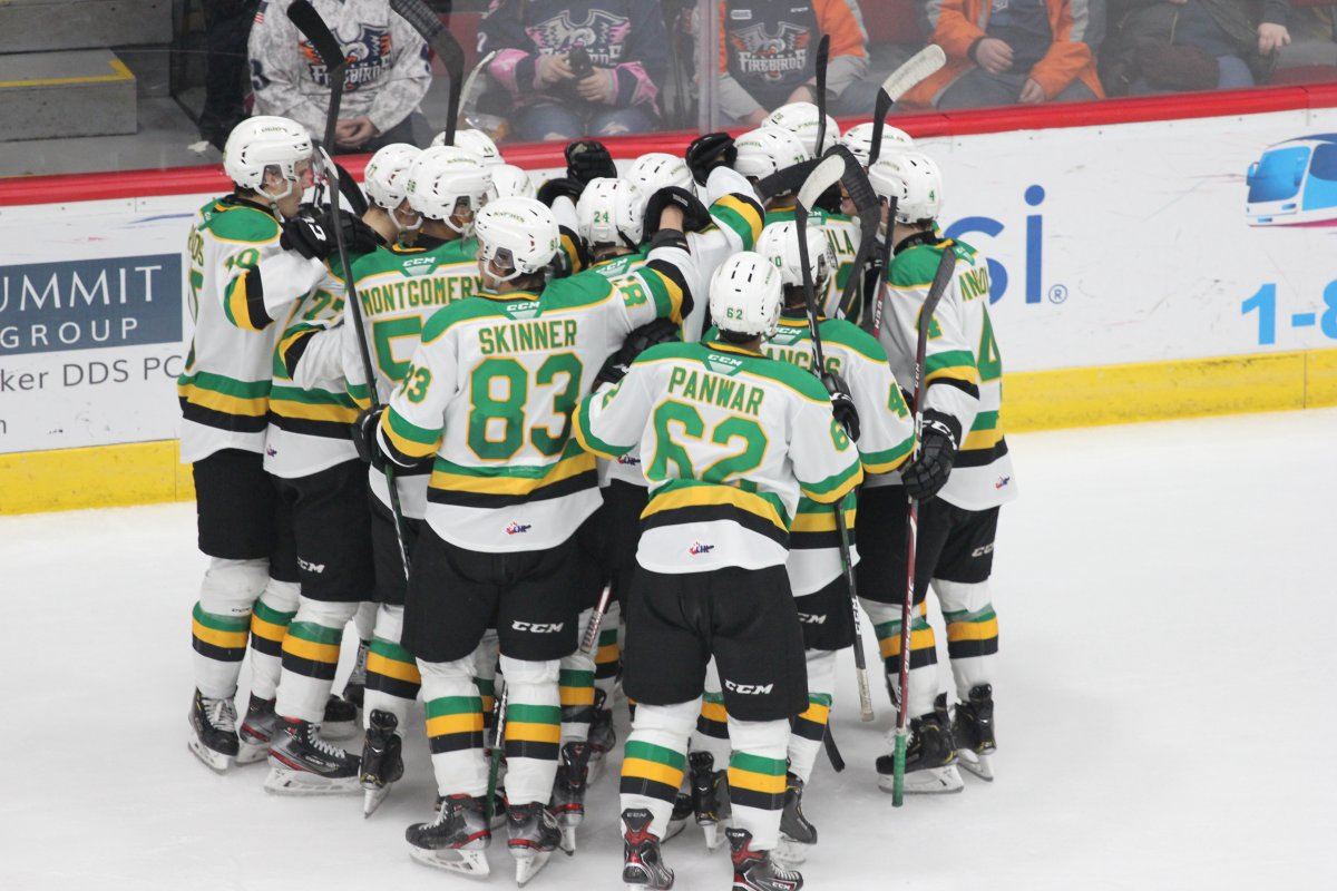 Flint, Mich. - The London Knights swarm Luke Evangelista after his goal gave London a 4-3 win in overtime over the Flint Firebirds on January 4, 2020.