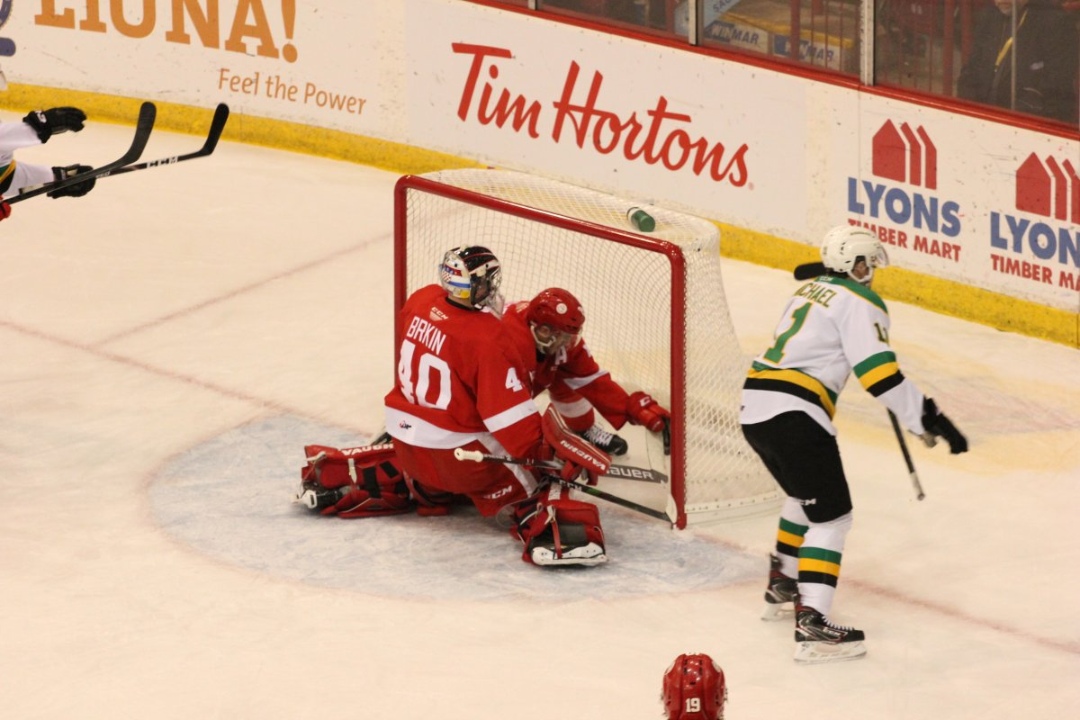 Sault Ste. Marie, Ont. - Connor McMichael starts to celebrate his 30th goal of the season as the London Knights defeated the Soo greyhounds in a game played in Sault Ste. Marie on January 12, 2020.