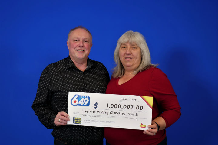The couple bought the winning ticket at Shoppers Drug Mart on Innisfil Beach Road in Innisfil, Ont.