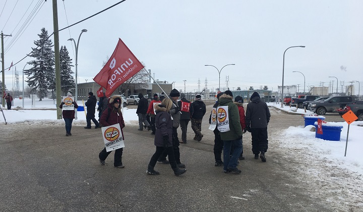 About 30 members of Unifor Local 594 travelled to Manitoba to set up a blockade at the Imperial Oil refinery's fueling depot.
