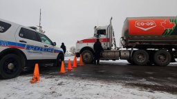 Continue reading: Regina police re-open Ninth Avenue to allow picketers to access Co-op Refinery Complex