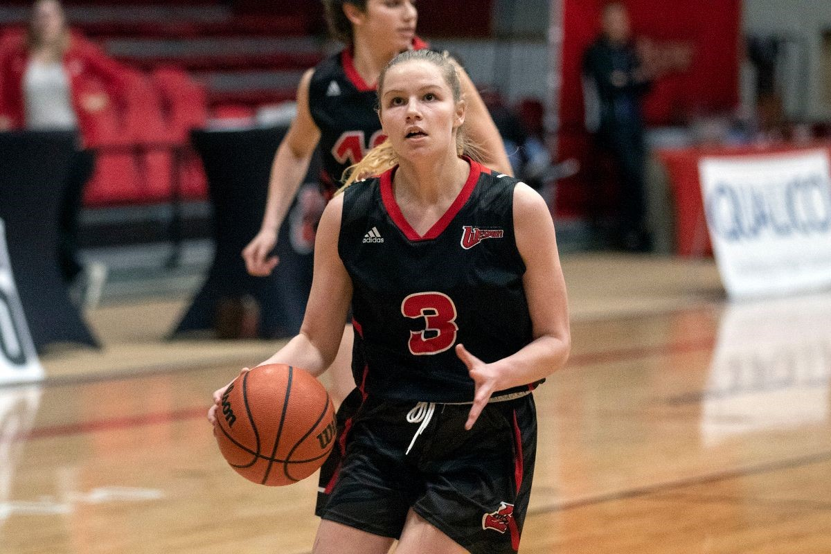 Anna Kernaghan in action for the U of W Wesmen women's basketball team.