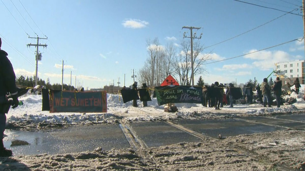 The blockade began Wednesday afternoon in Saint-Lambert.