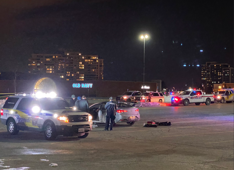 Police are investigating a double-shooting that occurred outside a Thornhill mall on Sunday night.