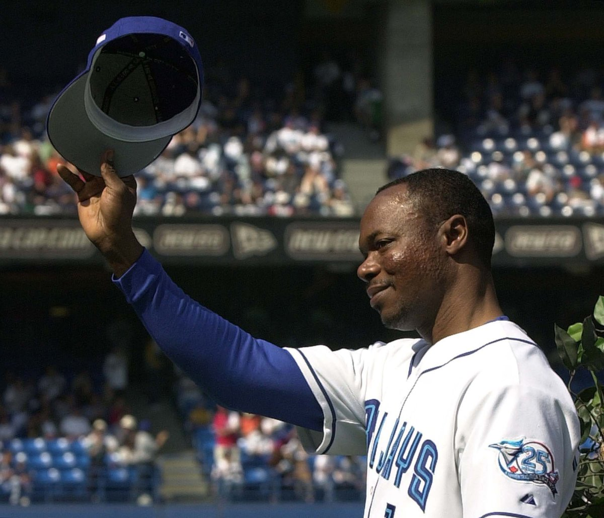 Toronto Blue Jays' Tony Fernandez tips his hat to the crowd as he takes part in a pre-game ceremony against the Tampa Bay Rays in Toronto Sunday September 23, 2001.