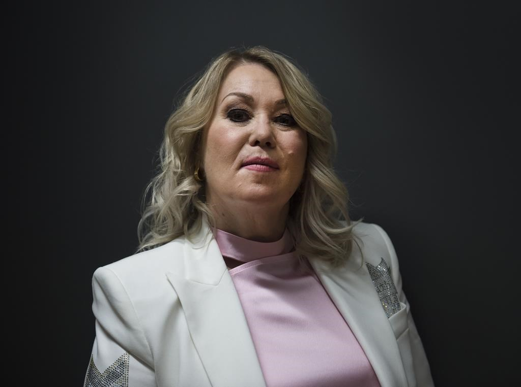 """Canadian singer Jann Arden, who was to be honoured at the Juno Awards that were cancelled this past weekend, plans to perform a """"mini concert"""" of four or five songs on her Facebook page Monday."""