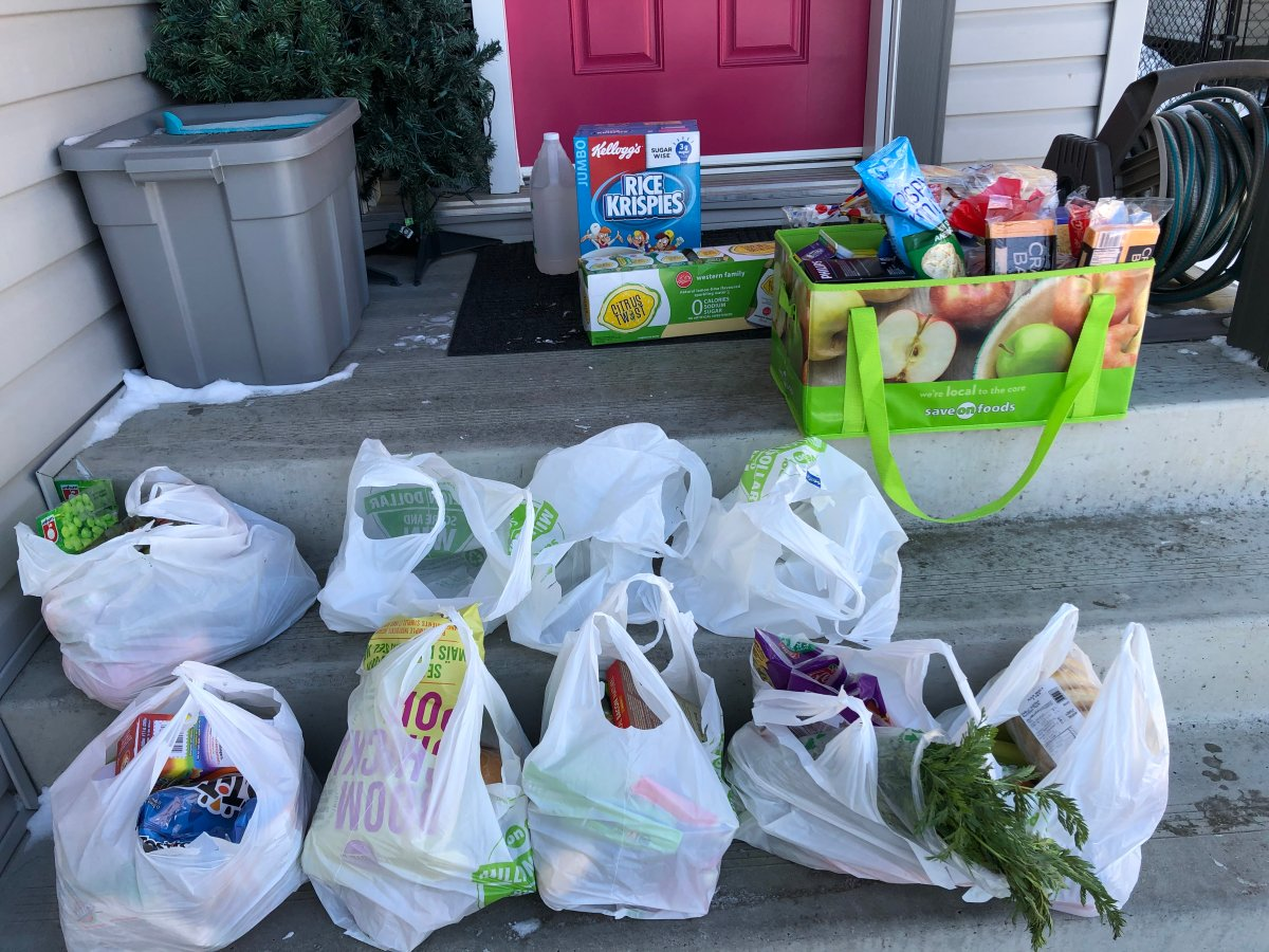 Kendra Anderson wiped down groceries and transported to her own bags before bringing inside her home. March 26, 2020.
