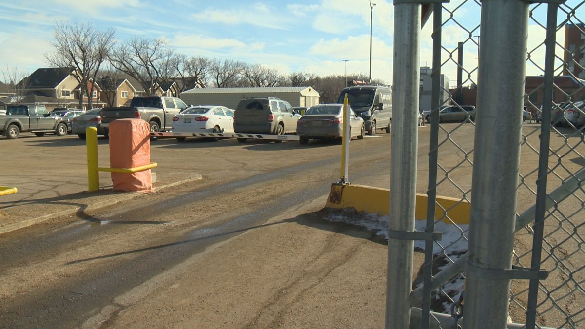 The Saskatchewan government is looking at what it would to take to build a private parkade at Regina General Hospital.