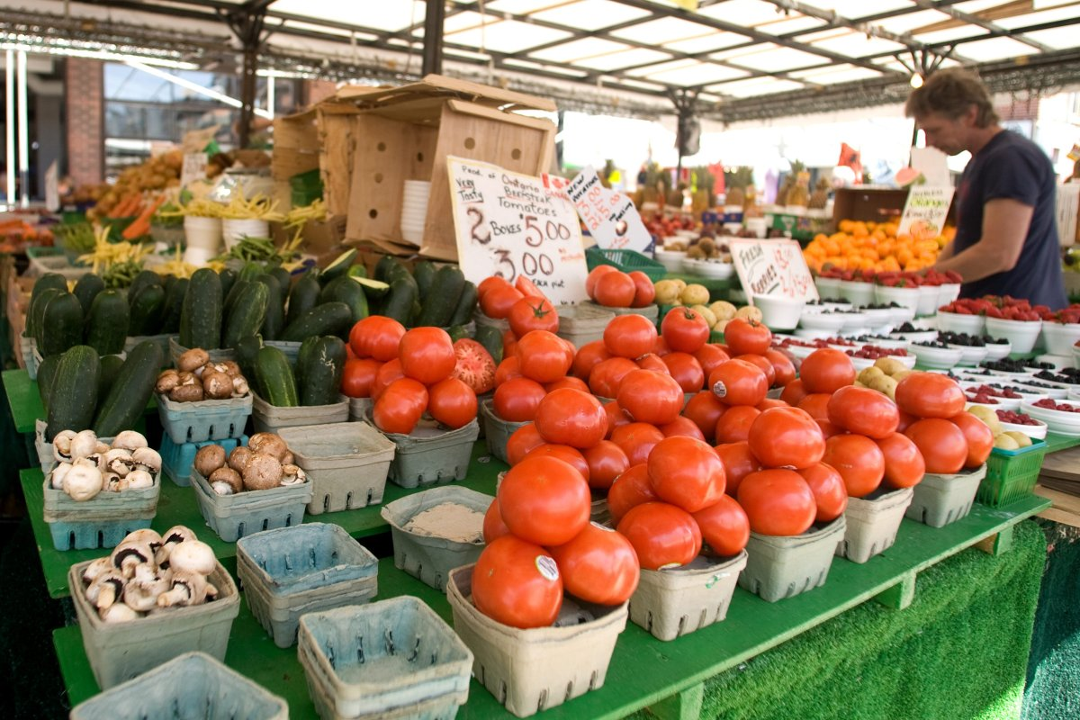 Ottawa residents will have a chance to buy fresh produce from the farmers' market in the ByWard this summer despite the ongoing pandemic.