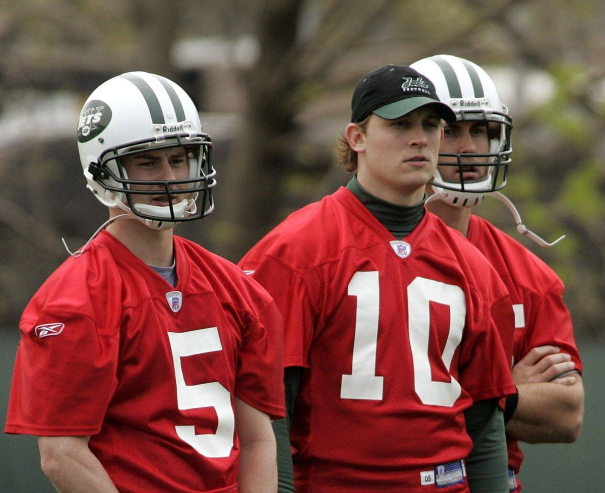 New York Jets quarterback Chad Pennington (10) stands between quarterbacks Brooks Bollinger (5) and Ricky Ray during Jets mini-camp in Hempstead, N.Y., Friday, April 29, 2005. (AP Photo/Ed Betz).