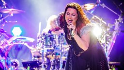 Continue reading: Evanescence announces 1st original album in 9 years, releases single