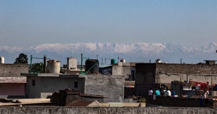 Himalayas visible from India as nature 'heals' during coronavirus shutdown  - National | Globalnews.ca