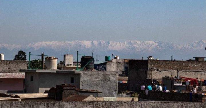 Himalayas visible from India as nature 'heals' during coronavirus shutdown  - National | Globalnews.ca