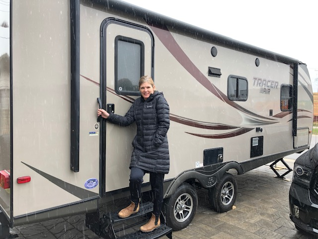 Barbie Allen London ICU Nurse in RV to self isolate at home