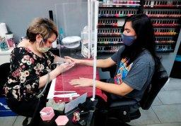 Continue reading: Edmonton beauty salon owners struggle with lockdown restrictions amid busy wedding, grad season