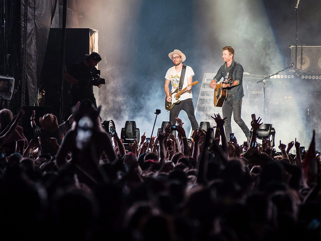 Dierks Bentley performs on the main stage at Boots and Hearts, on Friday, Aug. 5, 2016 in Oro-Medonte, Ont.