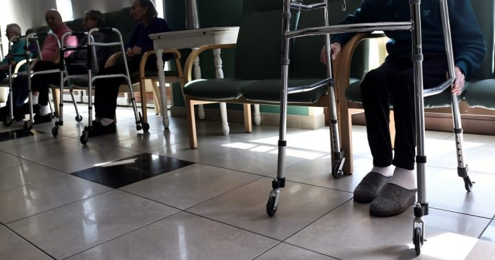 Long-term care home staff struggle to isolate dementia patients amid coronavirus: experts