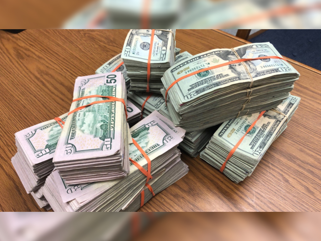 Jose Nuñez Romaniz found $135,000 in cash beside an ATM in Albuquerque, N.M. Instead of walking away with it, he called the police.