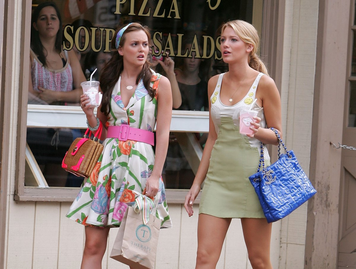 Leighton Meester and Blake Lively on location for 'Gossip Girl' on June 25, 2008 in Port Washington, New York.