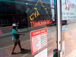 Continue reading: Manitoba non-essential stores adapt while COVID-19 surge prompts closures