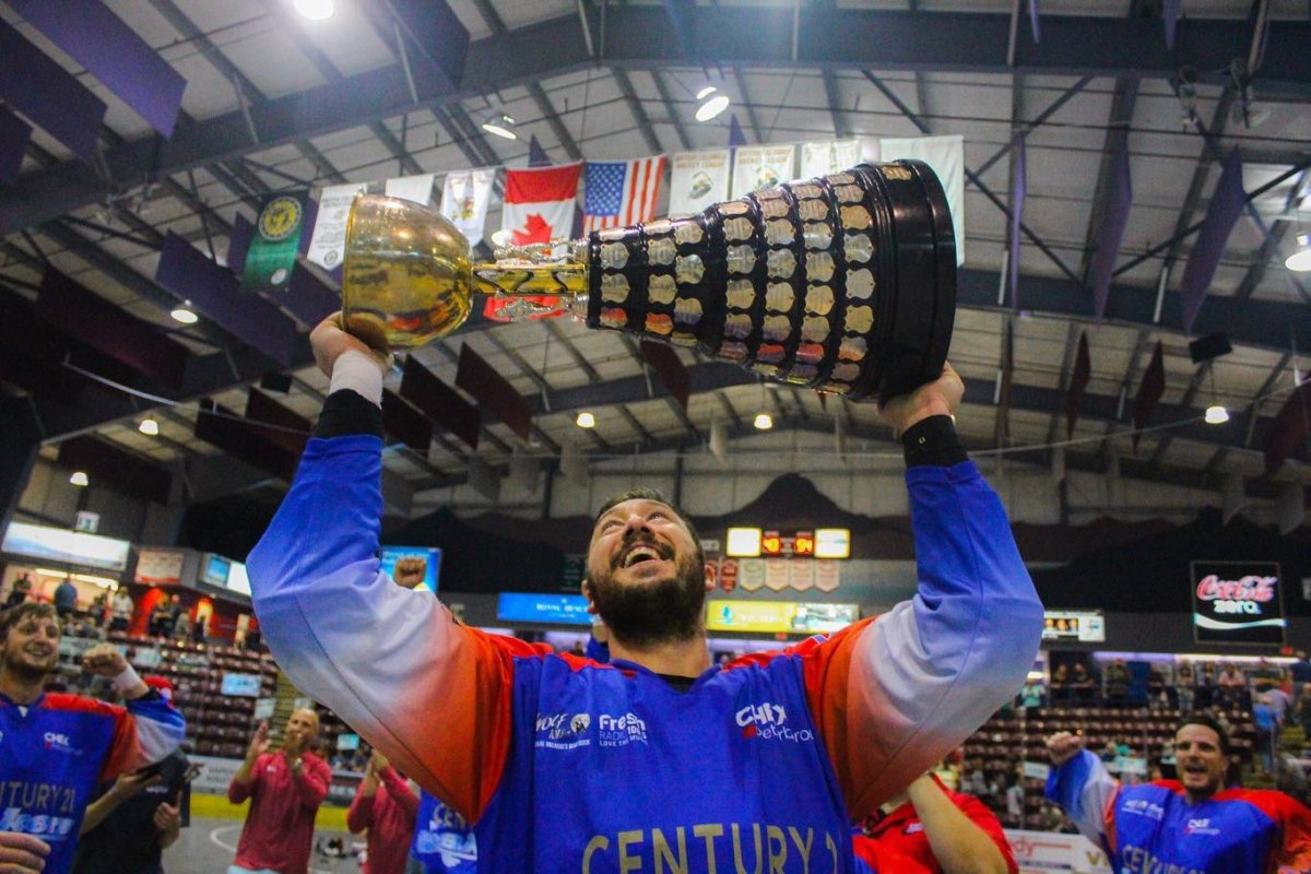 The Peterbourough Lakers celebrate their third-straight Mann Cup victory in 2019.