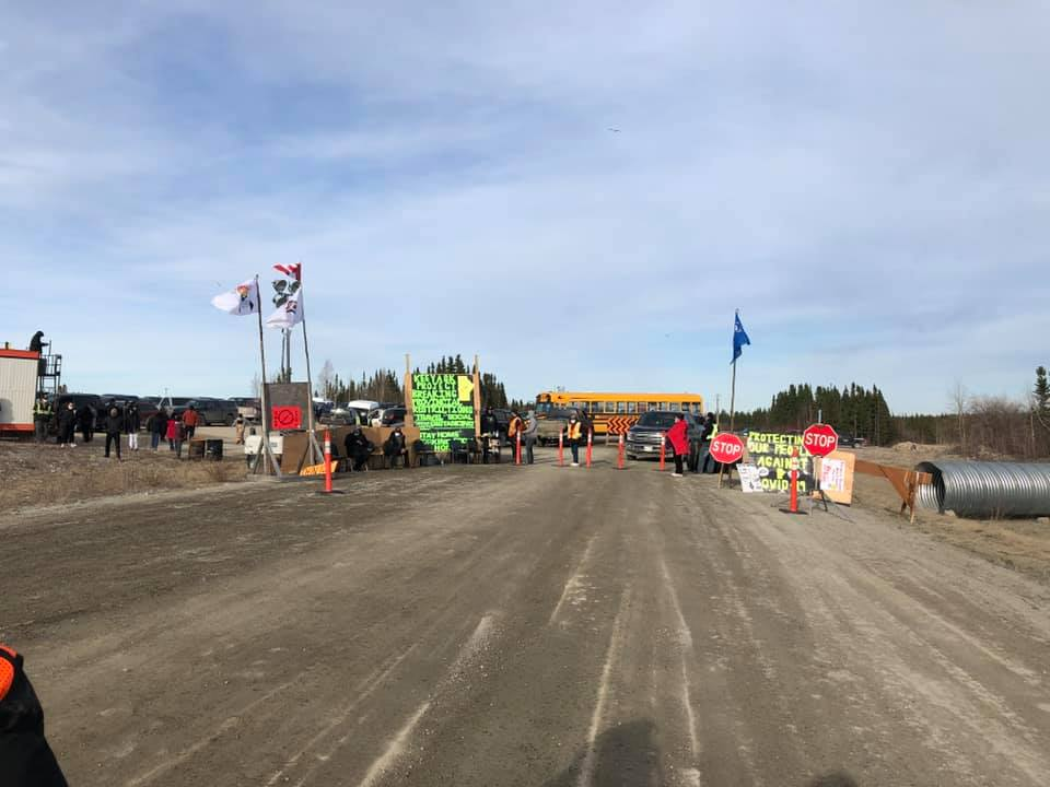 A blockade at the Keeyask generating site has forced Manitoba Hydro to delay a shift change of its workers.