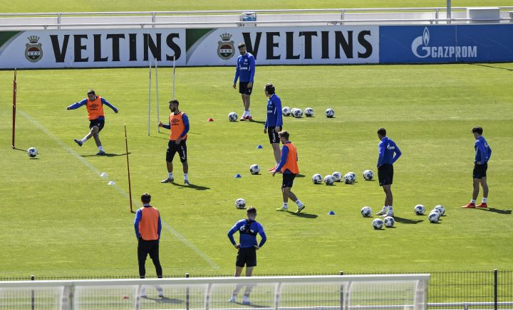 Players of Bundesliga soccer club Schalke 04 exercise in Gelsenkirchen, Germany, Thursday, May 14, 2020. Bundesliga will now restart on May 16, 2020 when Borussia Dortmund will play the derby against FC Schalke 04 at home without spectators due to the coronavirus outbreak.
