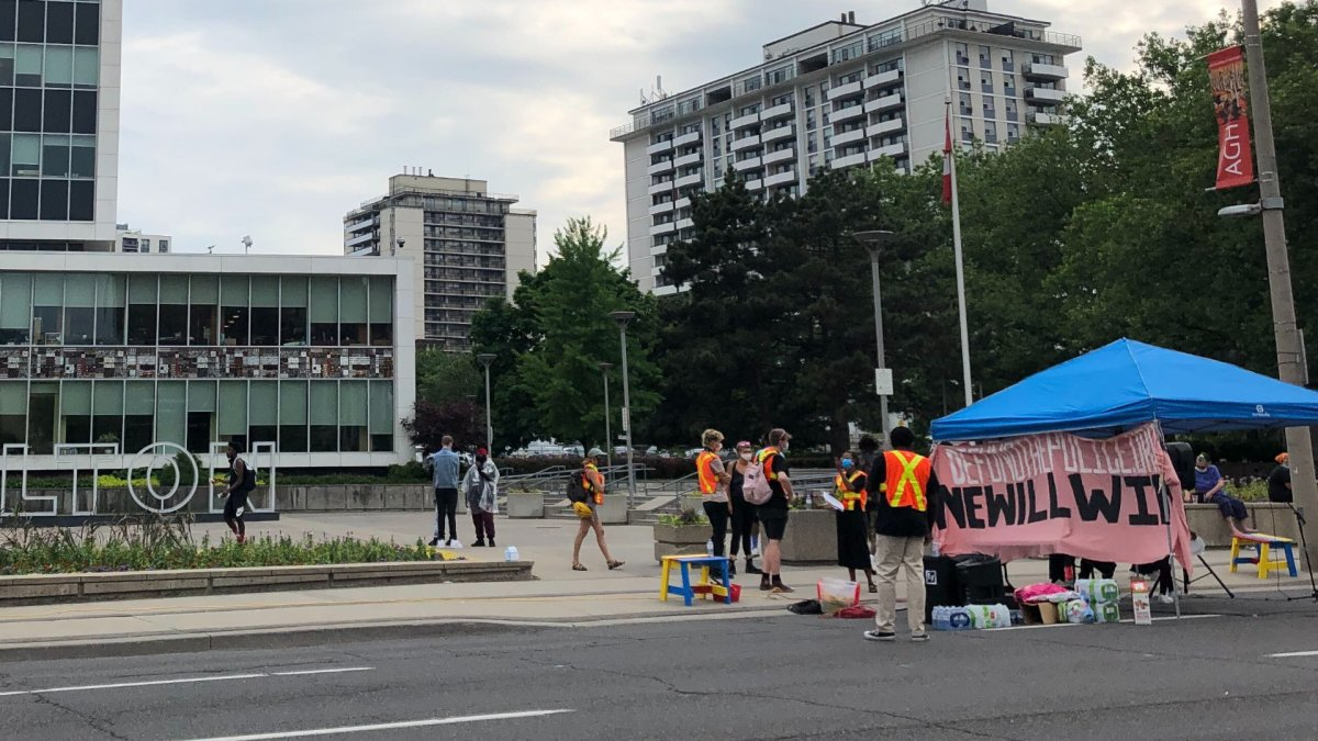HWDSB Kids Need Help – which represents a segment of students and community members concerned with the rights of students in Hamilton – hosted a sit-in at Main & Bay Streets on June 22 as trustees voted against police officers in schools.
