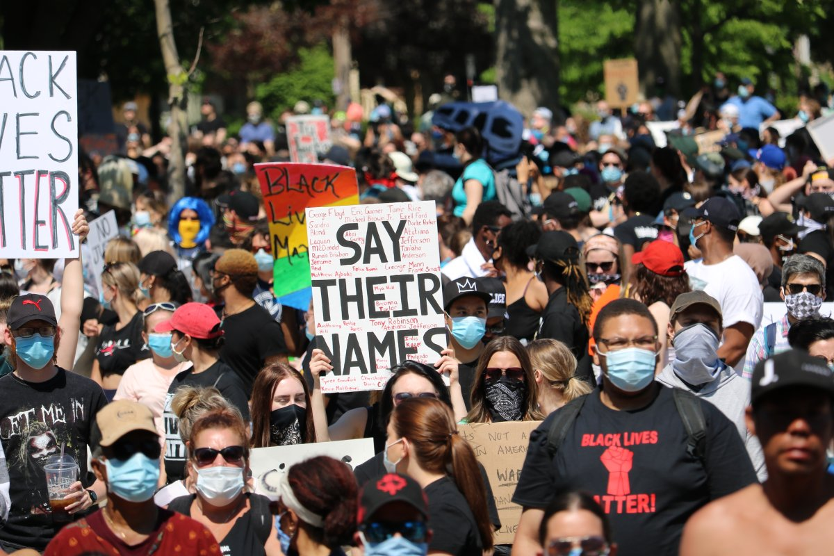 Many thousands of rallies against coronavirus measures were held in London and Ottawa