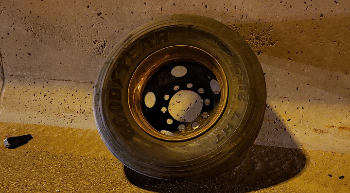 A photo of the tire on Highway 401 near McCowan Road.