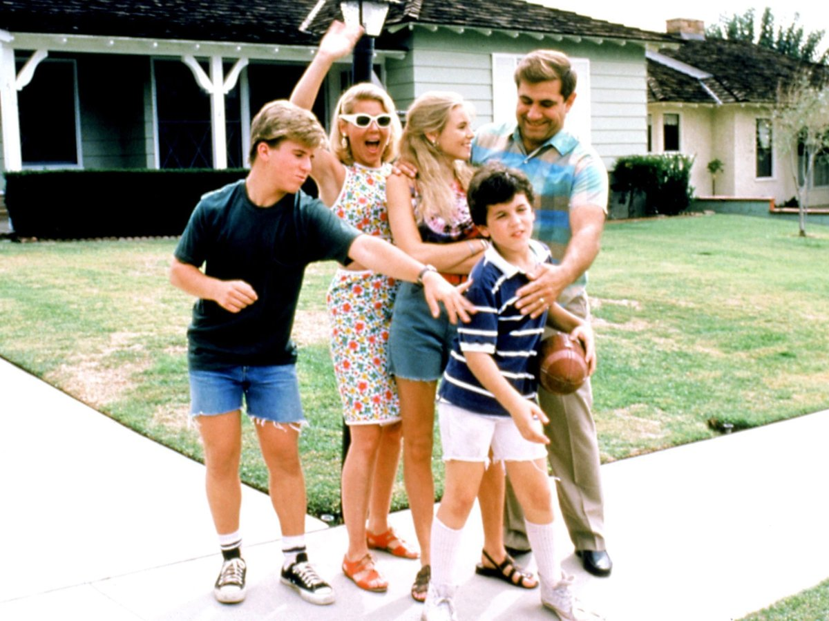 'The Wonder Years' (1988-1993) stars (L-R) Jason Hervey, Alley Mills, Olivia d'Abo, Fred Savage and Dan Lauria, 1988-1993.