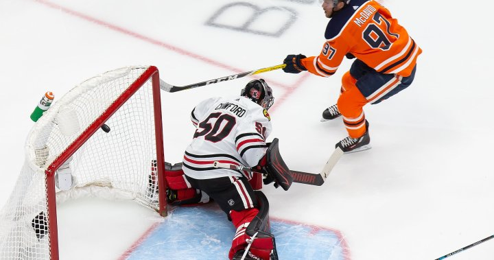 Connor McDavid nets hat trick as Edmonton Oilers even series with Blackhawks