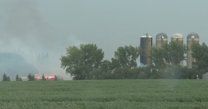 Firefighters respond to blaze at barn in Sturgeon County