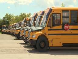 Continue reading: Coronavirus: Quebec school bus drivers want to be informed of positive cases they've transported