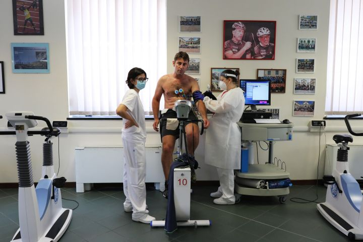 Recovered coronavirus patient Emiliano Pescarolo, 42, performs his last measurement of cardio-respiratory parameters at the end of his rehabilitation at the Department of Rehabilitative Cardiology of ASL 3 Genova on July 24, 2020 in Genoa, Italy. Researchers are increasingly finding evidence of heart damage in recovered COVID-19 patients.
