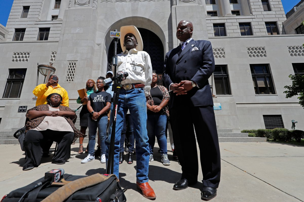Tommie McGlothen, Sr., father of Tommie McGlothen, Jr., speaks to media outside the Caddo Parish Courthouse with attorney James Carter, right, and family members in Shreveport, La., Wednesday, June 10, 2020.