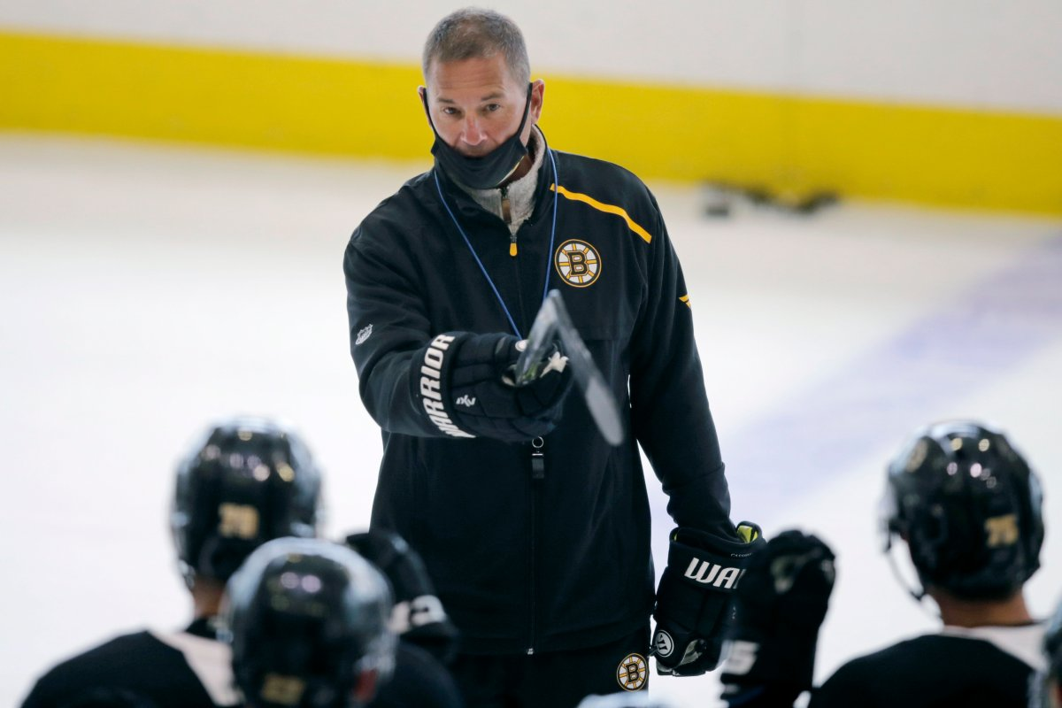 Boston Bruins head coach Bruce Cassidy talks with his players at the NHL hockey team's camp on Tuesday, July 14, 2020, in Boston. Brian Kilrea didn't see a future Jack Adams Award winner when Bruce Cassidy was helping the Ottawa 67's win the franchise's first Memorial Cup.
