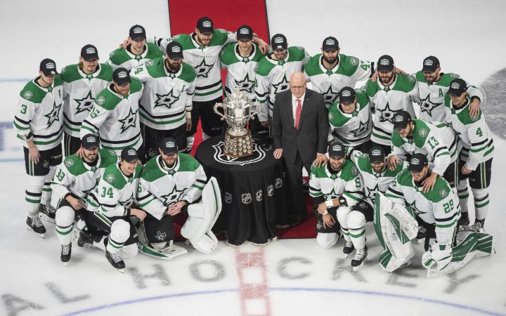Members of the Dallas Stars pose with the Clarence Campbell Bowl, awarded to the NHL's Western Conference champions,  after beating the Vegas Golden Knights 3-2 in overtime NHL Western Conference final playoff action in Edmonton on Monday, September 14, 2020.