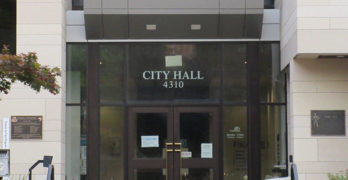 City hall in Niagara Falls, Ont.