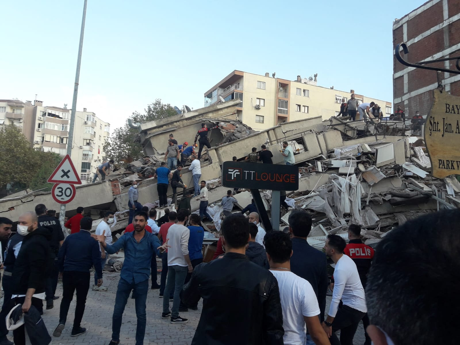4 dead after 7.0 magnitude earthquake rattles Turkey, Greece coast: officials