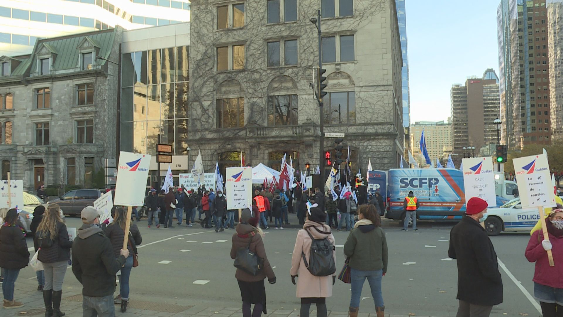 Montreal-area school support staff demonstrate outside Quebec premier's office
